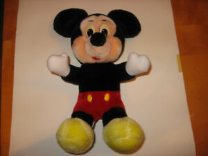 Peluche Disney  Mikey mouse Barbie adidas oshkosh