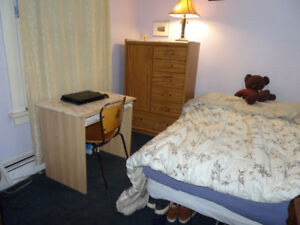 FURNISHED ROOM FOR 2 INTERNATIONAL STUDENTS---MAY