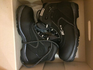 Women's size 9 cross country skii boots