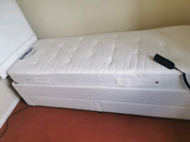Electric adjustable bed with mattress
