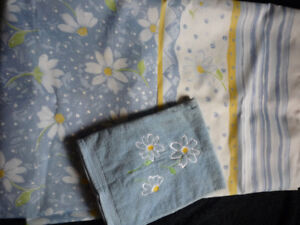 Complete Daisy Themed Bathroom Set - Light Blue & Yellow