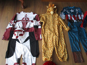 RESTE  12   Costumes  D`Halloween  ((  $8 Chaque  ))