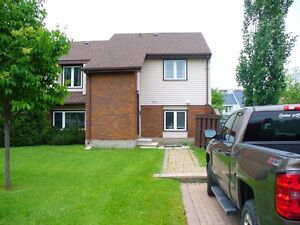 4 Bedroom Townhouse House Walk to University Great for Students