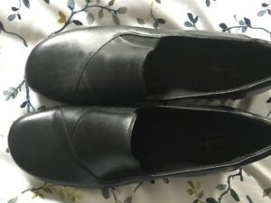 brand new b;ack clark dress shoes size 11