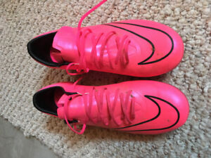 Ronaldo Cleats- perfect condition. Size6Y