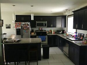 HOUSE FOR RENT & UTILITIES INCLUDED - STETTLER MAIN LEVEL