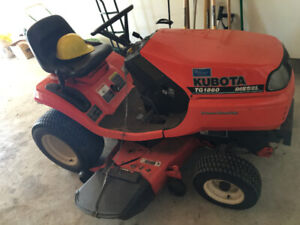 Kubota tractor- only 200 hours, accessories incl.