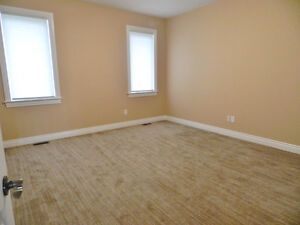 FOR RENT! Immaculate!  Bungalow In Executive Neighbourhood Kingston Kingston Area image 4