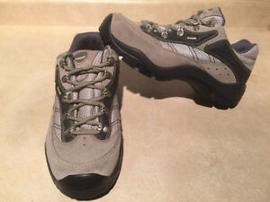Women's Kamik Hiking Shoes Size 11 London Ontario image 5