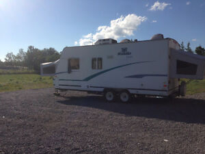 Fleetwood Prowler 2001 Hybrid Trailer/Popup Camper GREAT CONDITI