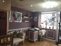 Nail technician required / nail bar to rent