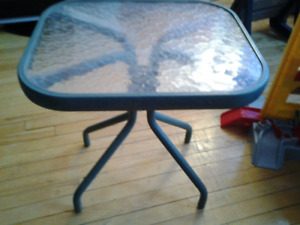 SMALL INDOOR/OUTDOOR PATIO TABLE GLASS TOP 36X46X48CM