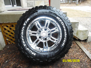 8 pneus (2 sets) de pneu 4 saisons monter sur des roues mag