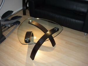 BEAUTIFUL MODERN COFFEE TABLE READY FOR NEW HOME!!