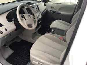 2014 Toyota Sienna LE Minivan, Van