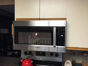 Bosch Over Range Microwave **MINT**