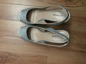 SIZE 10 SILVER SPARKLY HEELS