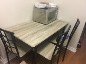 Patio / Dining Set Table and 4 Chairs
