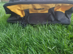 Dewalt duffle bag