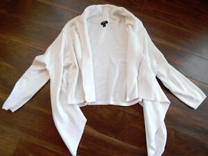8 Item Lot Women's SMALL Tops/Sweaters-Smoke/Pet Free-8 for $22