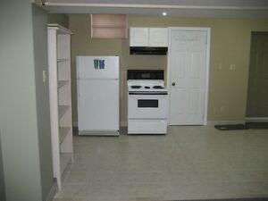 Bachelor Basement Apartment @ Bathurst & Hwy 7 - Non Smoker