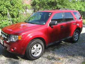 2010 Ford Escape xlt SUV, very low km's, REDUCED