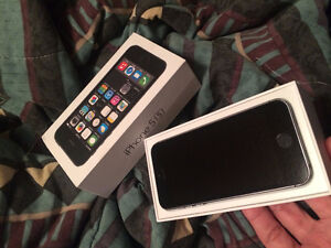 Black Iphone 5S - Bell/Virgin Mobile With Original Box
