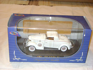 1935 Auburn 851 convertible with top up; in 1/32 scale