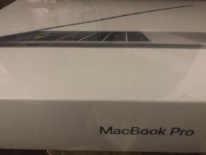 """MacBook Pro 13.3"""" w/ Touch Bar (i5 3.1GHz/512GB SSD/8GB)."""