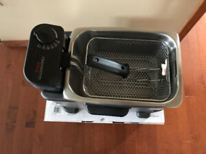 T-Fal Deep Fryer, never used