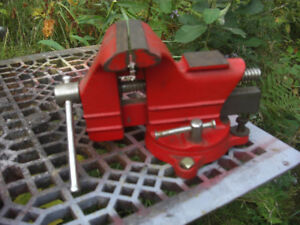 "3 1/2"" Swivel Vise with Pipe Clamp"