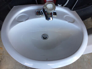 Pedestal sink with faucets