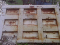 dump box tailgate