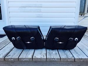 Motorcycle leather bags a vendre $150.00