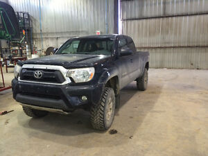 2014 Toyota Tacoma OFFROAD Pickup Truck ( NEED GONE)