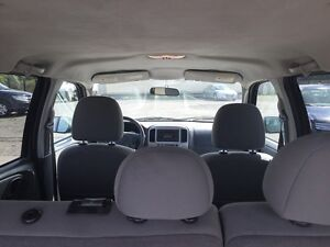 2005 FORD ESCAPE XLT * AWD * PREMIUM CLOTH SEATING London Ontario image 11