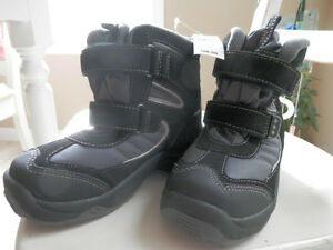 New winter boots of youth size 1