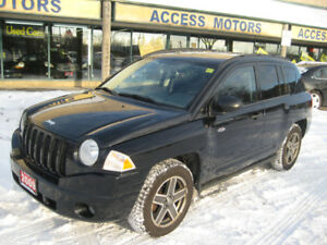 2009 Jeep Compass, Manual !! 4x4 !! Sunroof !! 114 K !! Clean