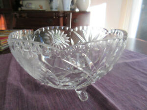 Sunflower 7.5″ Scalloped  Footed Emerald Crystal Bowl