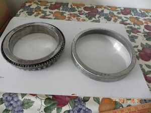 2 Bearings ( reduced to $20.) West Island Greater Montréal image 5