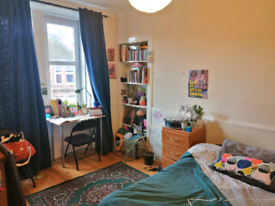 Large airy bedroom available in West End flat off Byers road