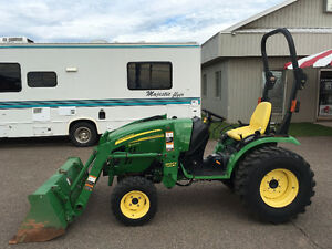 John Deere 2520, excellent condition, very clean