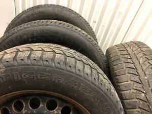 4 Uniroyal Winter tires with rims:215/60R16