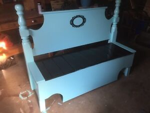 Accent bench (beauty + storage)