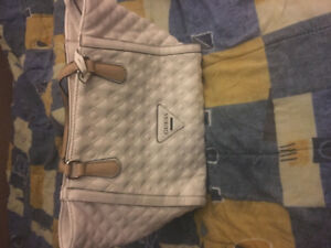 20$ guess medium tote bag - medium.