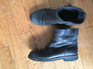 Roots Shorty Leather Boots- Womens Black Size 10