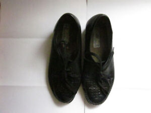 """Gently Used """"BROADWAY"""" Ladies Casual/Dress Shoes–Made in Finland"""