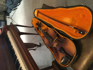 3/4 size Violin.  Lovely sound.  Good quality