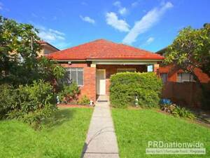 Rent a room in Narwee, close to train station 140