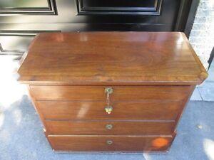 Antique chest - ancien bureau West Island Greater Montréal image 1